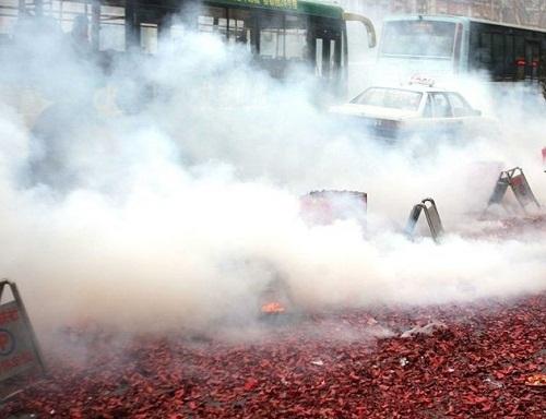 春节将至辞旧岁 烟花爆竹禁限放工作正在进行时